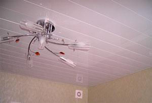 Монтаж реечного подвесного потолка в квартирах и офисах